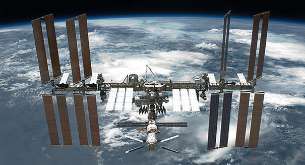NASA awards contracts to Boeing, SpaceX for manned U.S. flights to space station