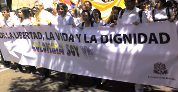 Demonstration against FARC in Colombia, image via common.wikimedia