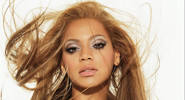 Beyonce invites fans to join her on stage at Super Bowl XLVII