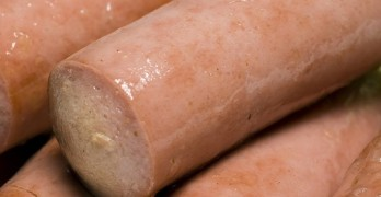 vienna sausage links made with chicken beef and pork in chicken broth