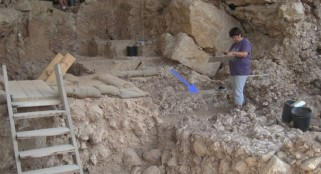 300,000-year-old hearth discovered
