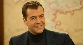 Medvedev tries to halt collapse of Russian economy