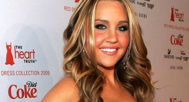 OMG! Amanda Bynes finally snaps: Lunges at fan seeking photograph